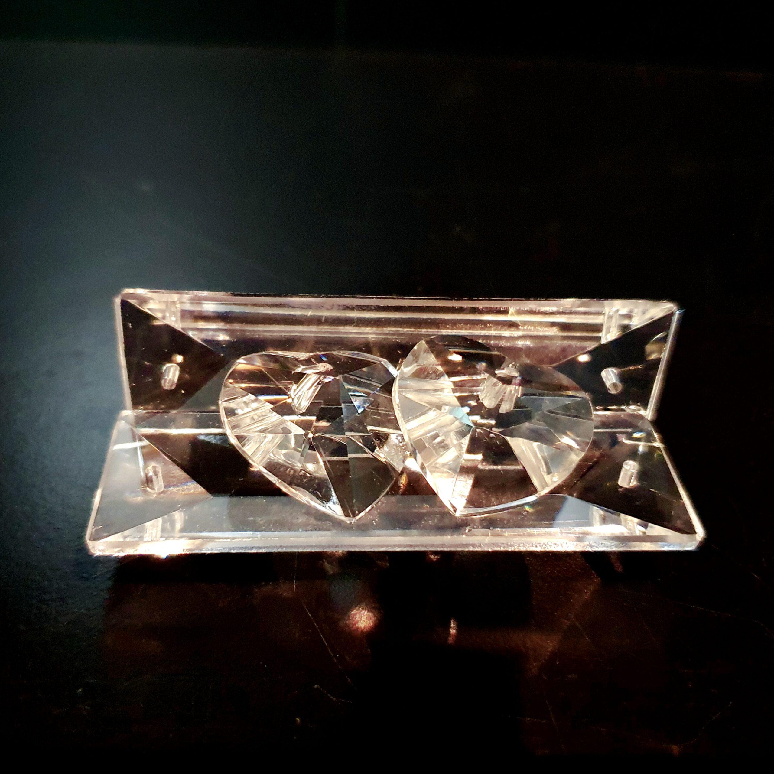 harten-op-een-bankje-van -geslepen-kristal