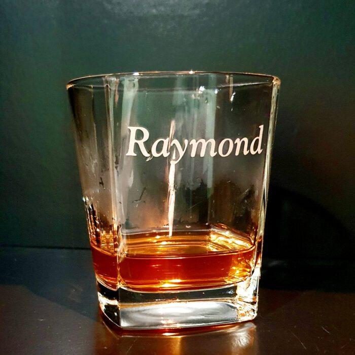 vierkant-whisky-glas-met-naam-gegraveerd