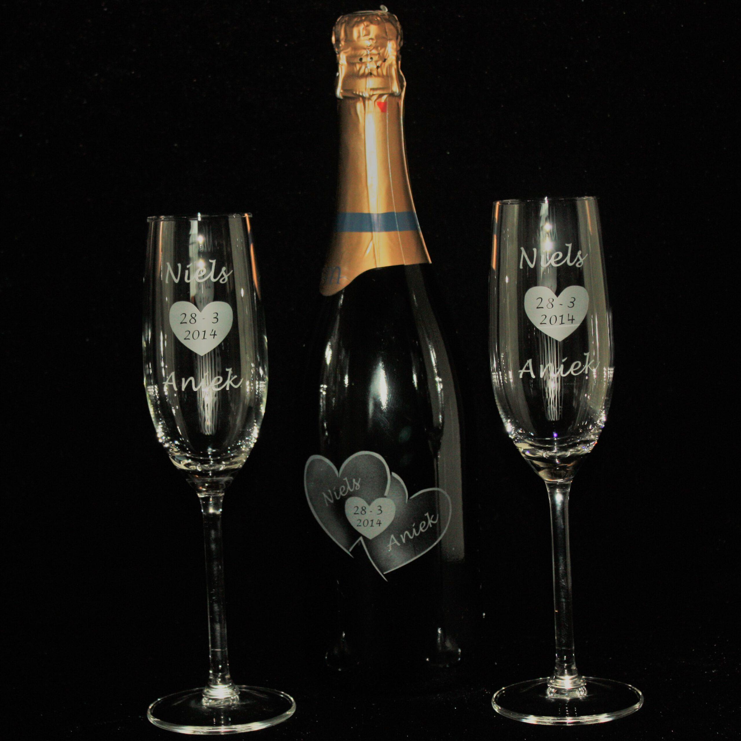fles-cava-champagneglazen-gravure