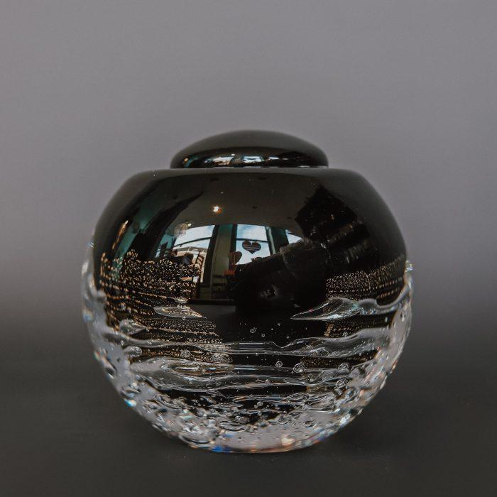glazen-urn-met-bladgoud