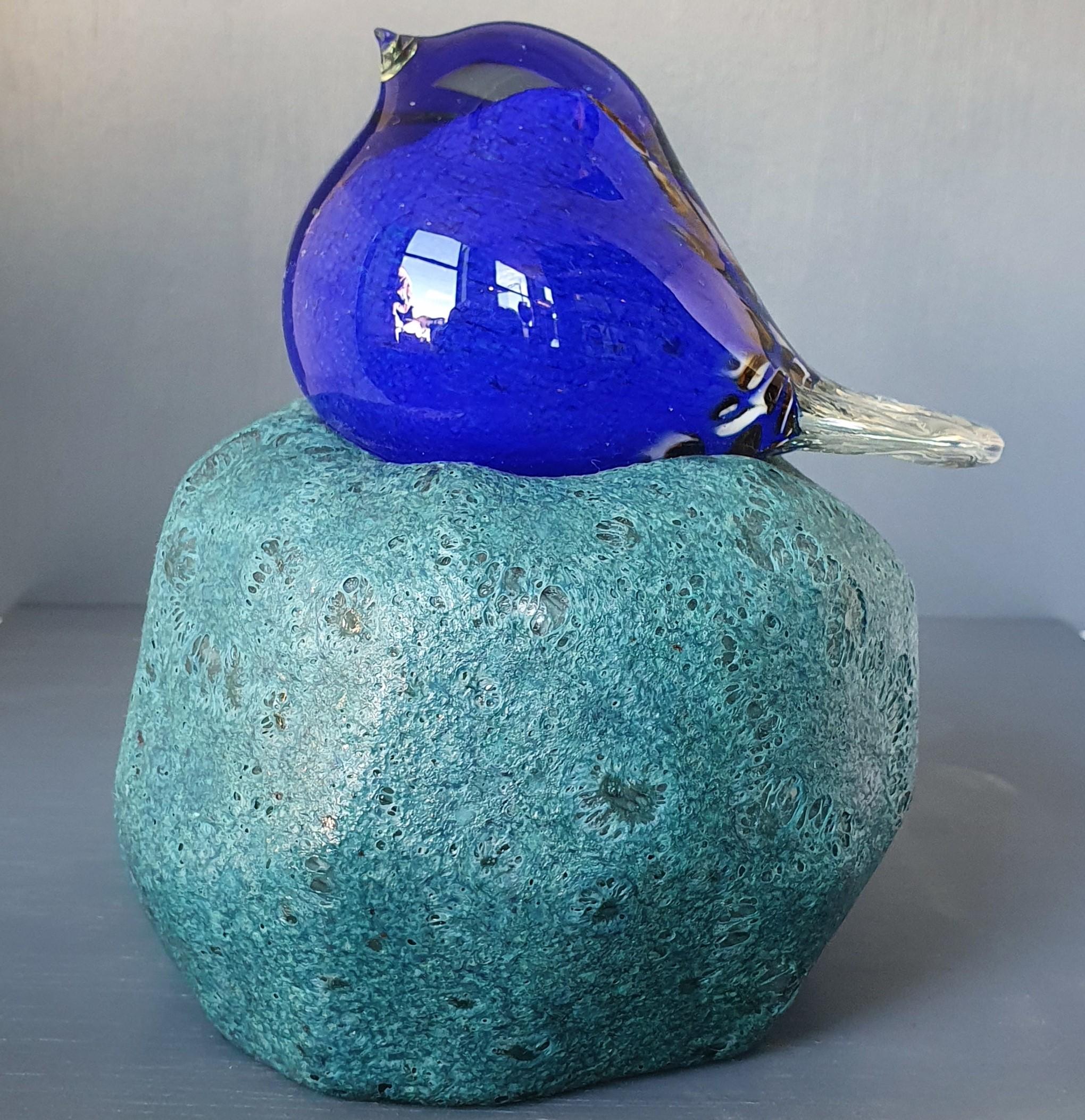 vogel-op-een-steen-van-glas
