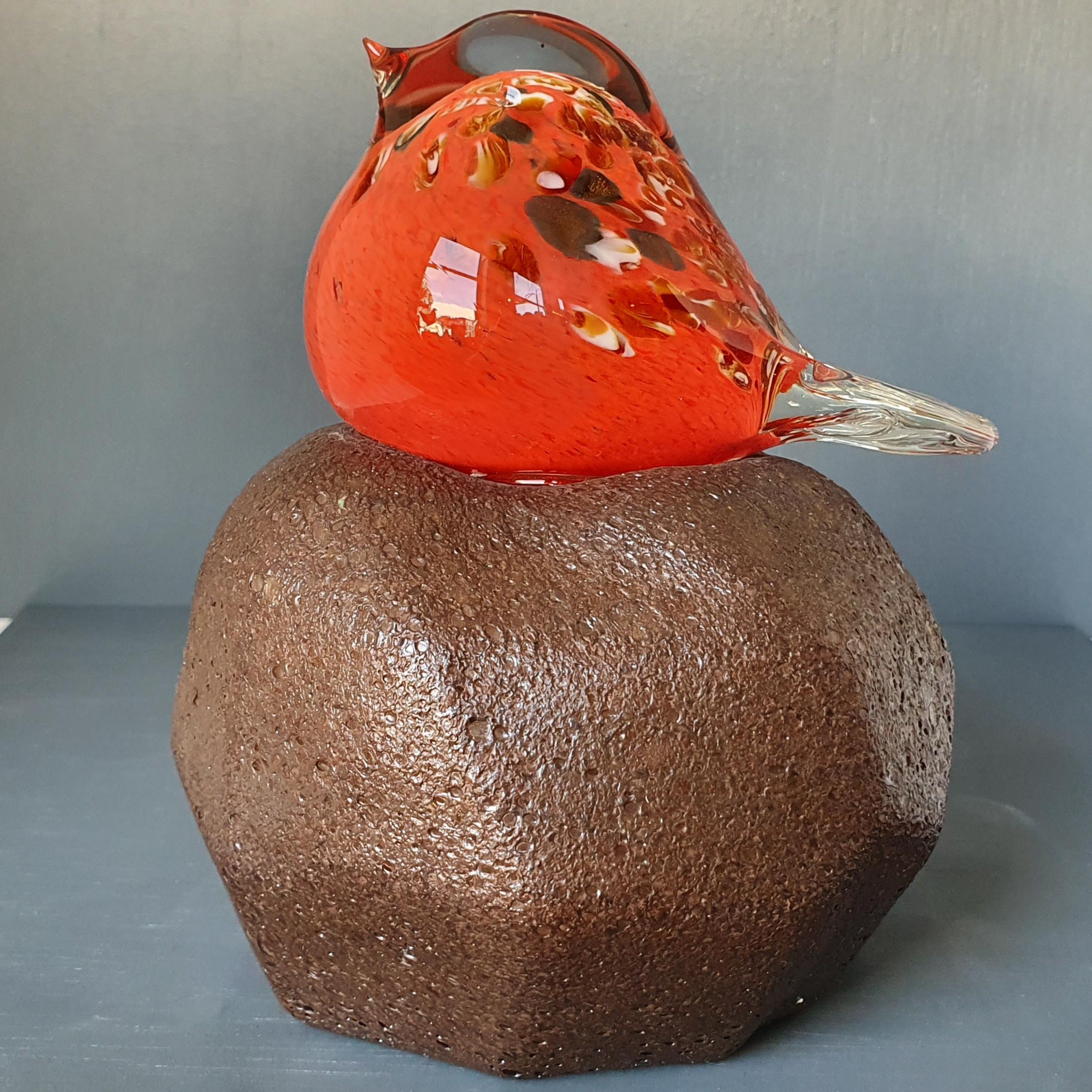 glazen-vogel-op-steen