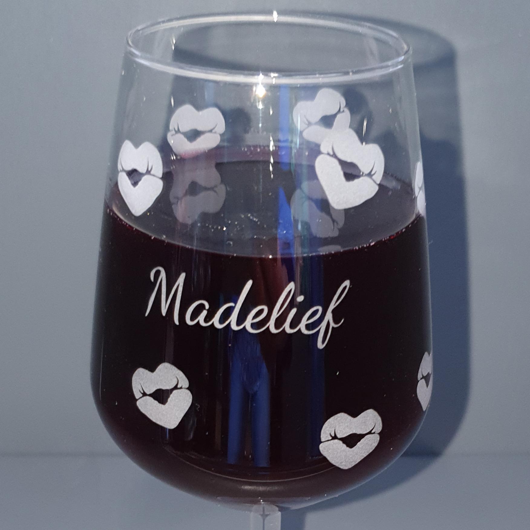 wijnglas-kusjes-madelief