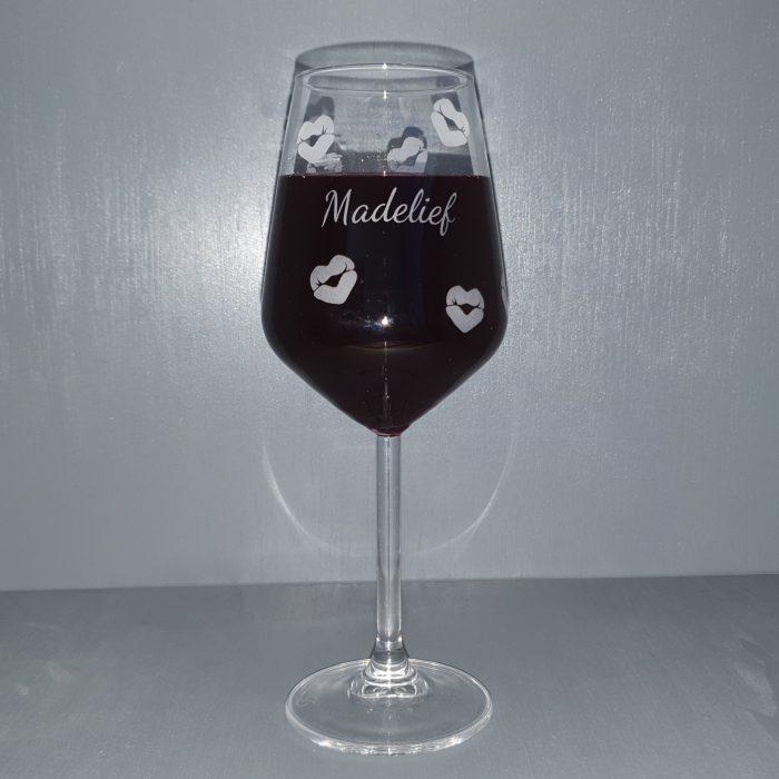 Weinglas-Küsse-Namensgravur