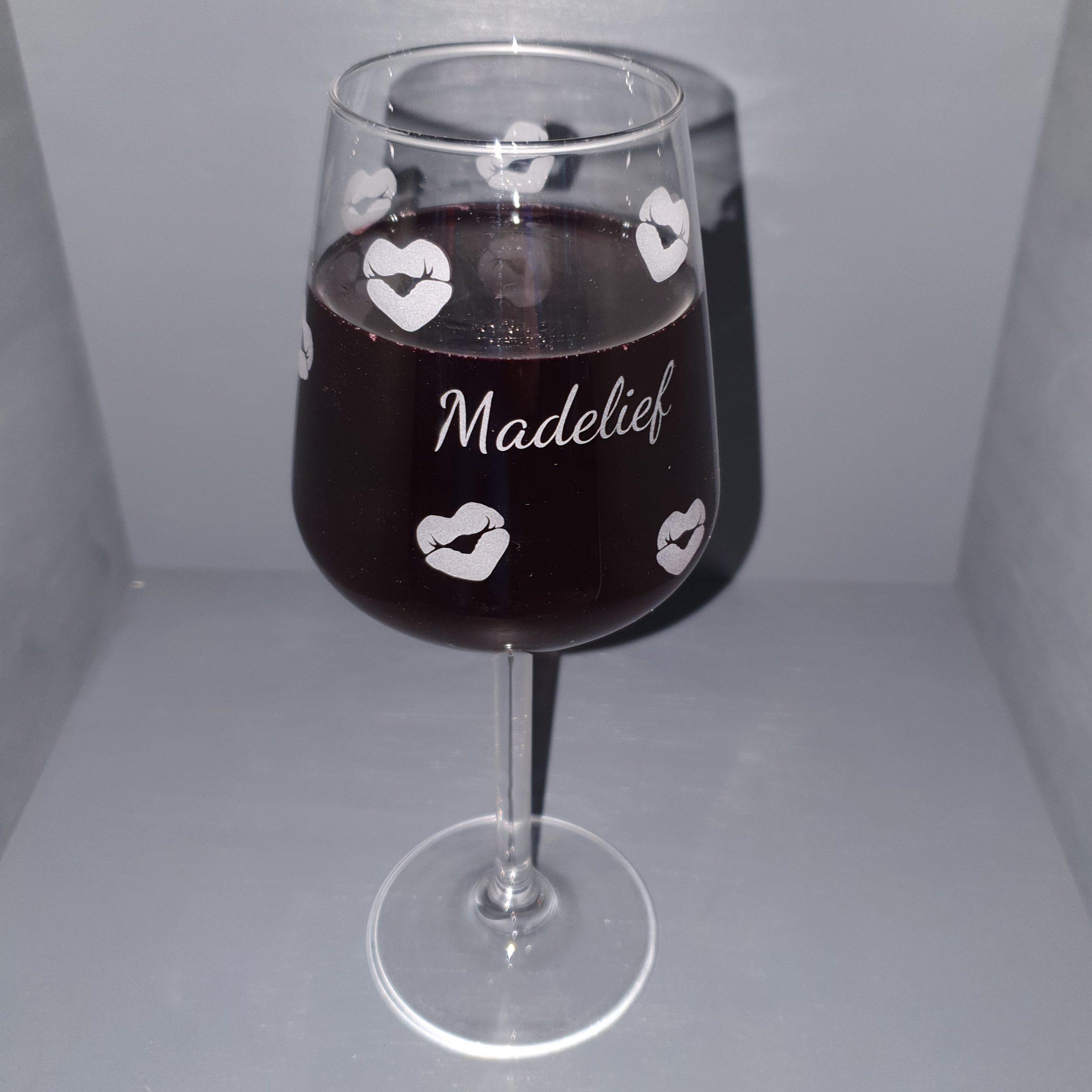 wijnglas-kus-graveren