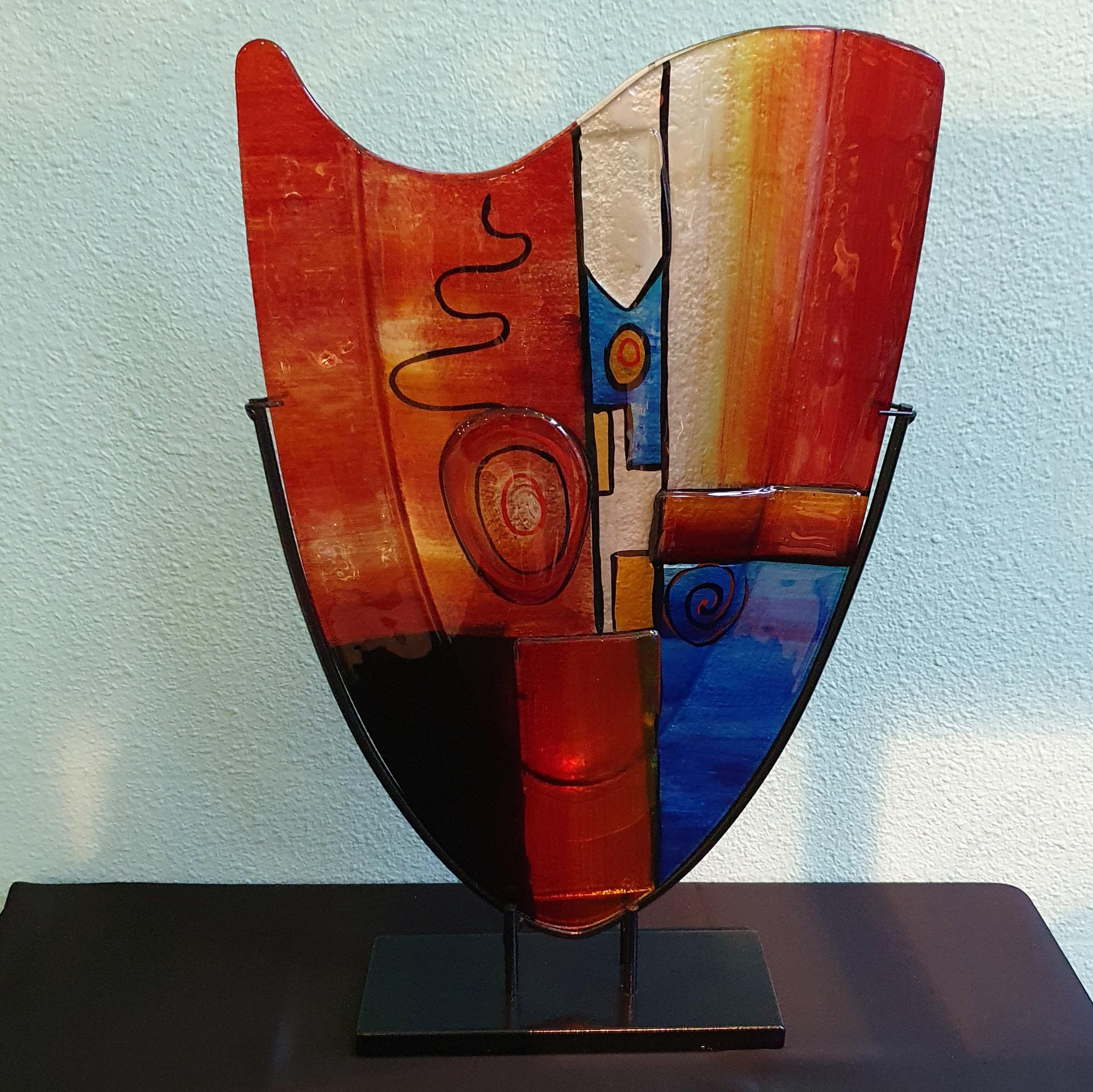 glaskunst-hoge-vaas-gekleurd-glas-artistiek